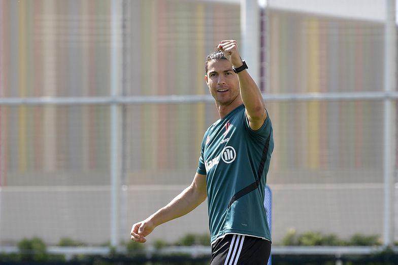 Totalnie zaskoczył! Cristiano Ronaldo pokazał się z nową fryzurą