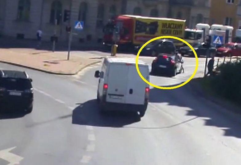 """Olsztyn. Wypadek na pasach. Kierowca volvo """"nie zauważył"""" pieszej"""