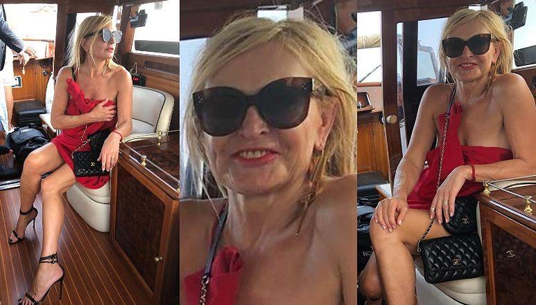 """Rozgogolona Monika Olejnik gra nogą na jachcie i wbija szpilę Kaczyńskiemu: """"Od lat widzę, że TA ŁAJBA SIĘ CHWIEJE"""""""