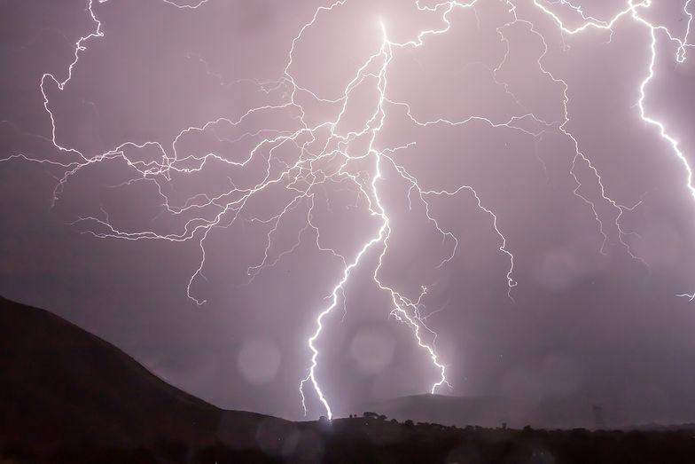 Burze z gradem i intensywne opady deszczu. IMGW wydaje ostrzeżenia