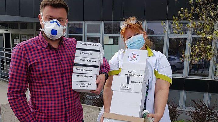 Podwarszawski stolarz zdobywa maseczki dla służby zdrowia