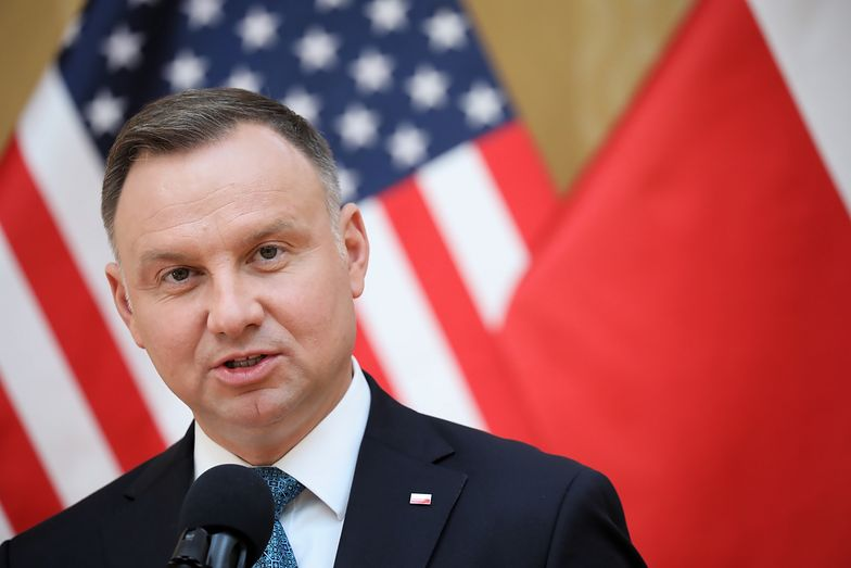 """Andrzej Duda w USA. Demonstracja przed ambasadą RP. """"Stop homofobii"""", """"wyPAD 2020"""""""