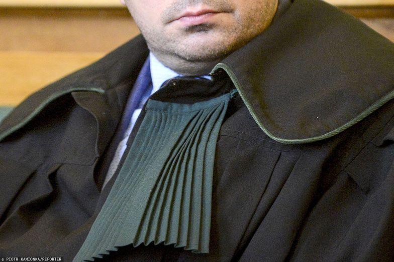 Między innymi kandydaci na adwokatów żyją teraz w zawieszeniu