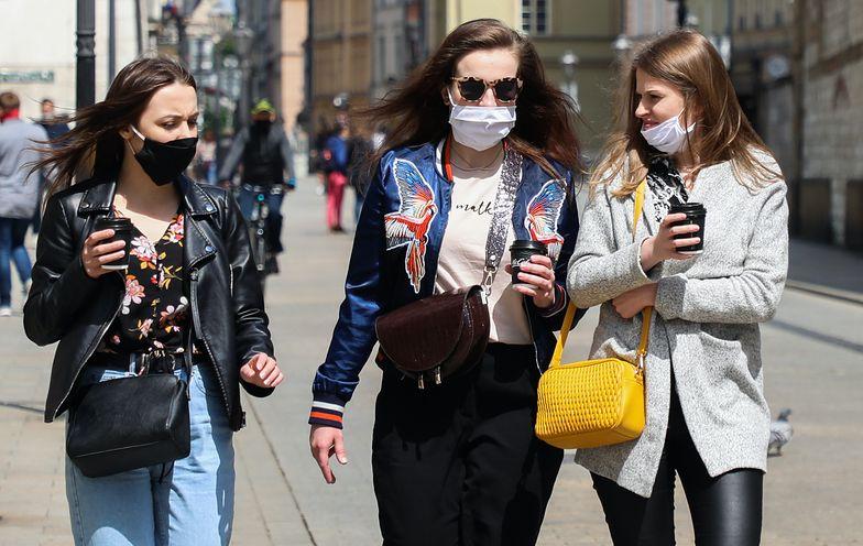 Co z obowiązkiem zakrywania twarzy? Cieszyński zabrał głos