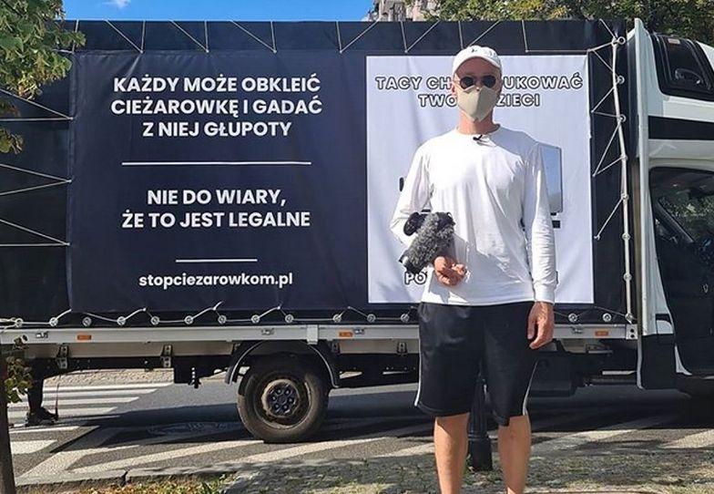 Warszawa. Jest odpowiedź na ciężarówkę hejtu. Zobacz, jak obklejono drugi pojazd