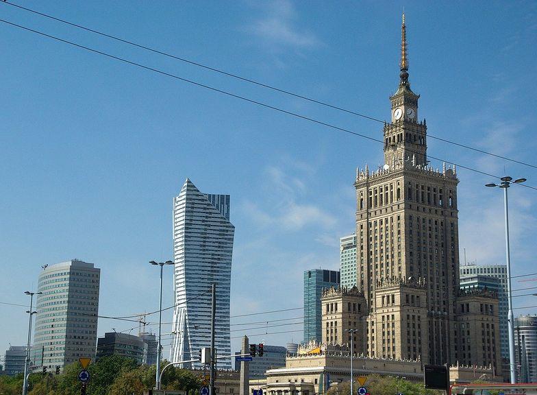 Fatalne wieści z Warszawy. Nie żyje kolejny nauczyciel. Miał COVID-19