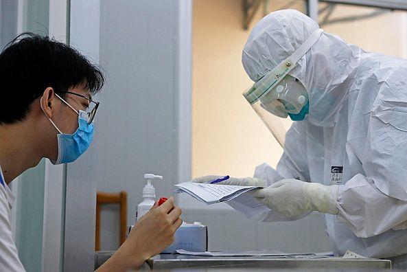 Ponad milion ofiar koronawirusa w Chinach? Zaskakujące statystki