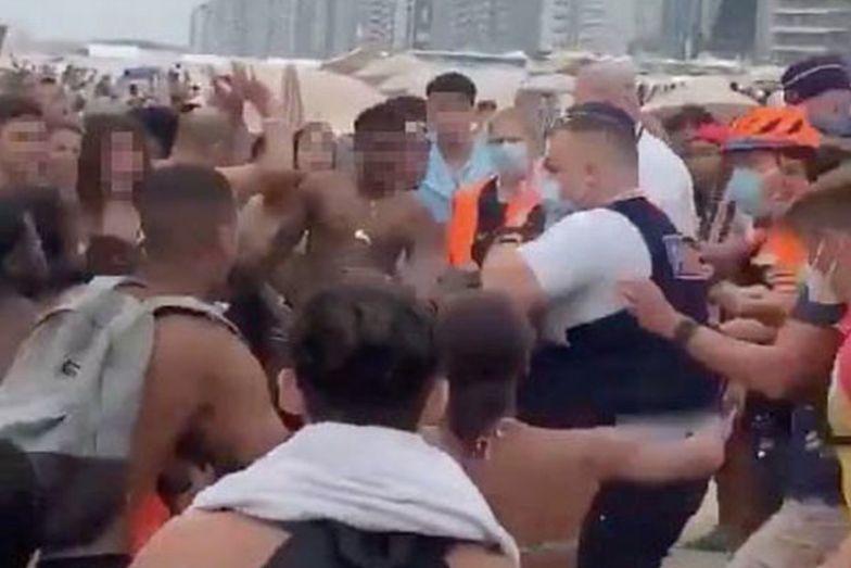 Wielka bitwa na plaży. Latały parasole, ludzie okładali się leżakami