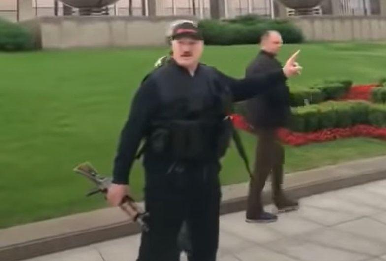 Białoruś. Łukaszenka z karabinem. Stanowcze stanowisko prezydenta