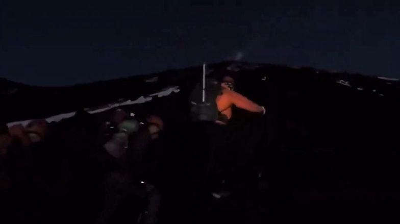 Turysta utknął przy kraterze wulkanu. Ratownicy rozkładają ręce