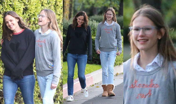 Troskliwa Jennifer Garner tuli się przed domem do 14-letniej córki. Są do siebie podobne? (ZDJĘCIA)