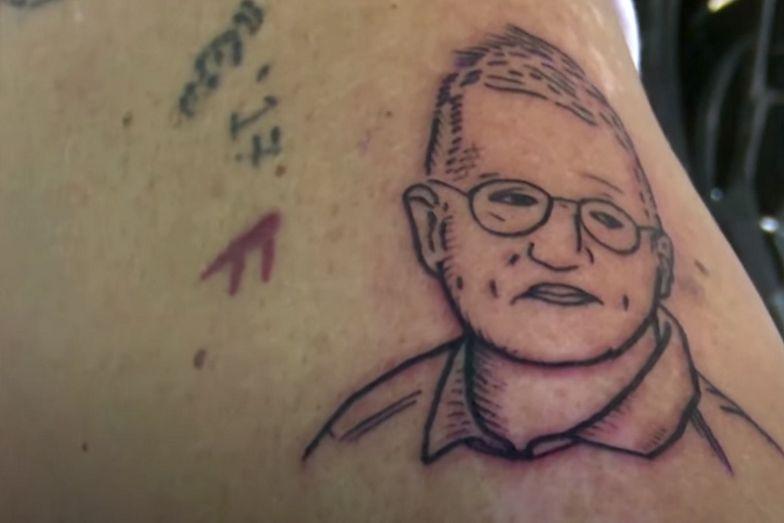 Szwedzi tatuują sobie portret 64-letniego epidemiologa
