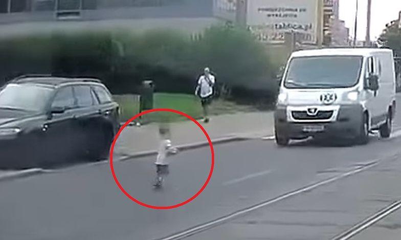 Dramatyczna scena w Szczecinie. Dziecko uciekło matce i wybiegło na środek ulicy