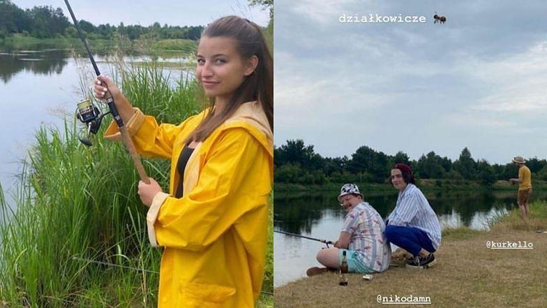 """Skupiona Julia Wieniawa łowi ryby i relaksuje się na działce w towarzystwie Nikodema Rozbickiego: """"CÓRKA RYBAKA"""" (ZDJĘCIA)"""