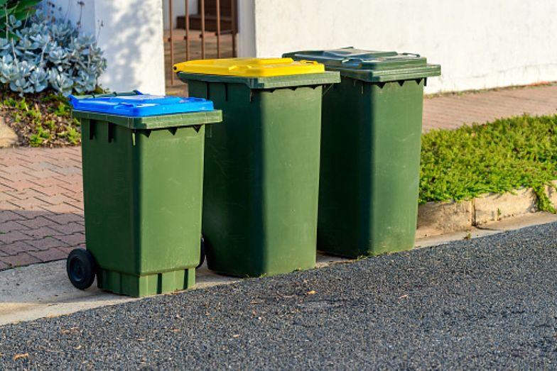 Aż 30 proc. Polaków nie wie, ile płaci się za wywóz śmieci [BADANIE]