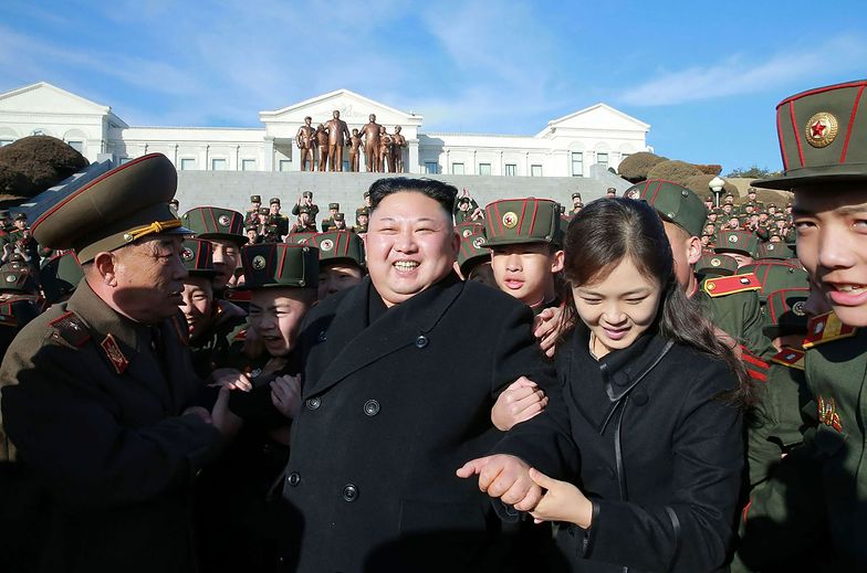 """Kim Dzong Un owinął sobie Trumpa wokół palca? """"Musi zaśmiewać się do łez"""""""
