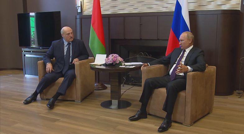 Putin upokarza Łukaszenkę. Wystarczy spojrzeć na jego pozę