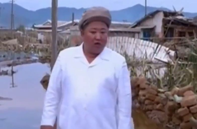 Dramat w Korei Północnej. Smutek na twarzy Kim Dzong Una