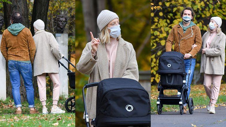 Córka Magdy Gessler, która niedawno została mamą, wybrała się z partnerem na spacer do parku