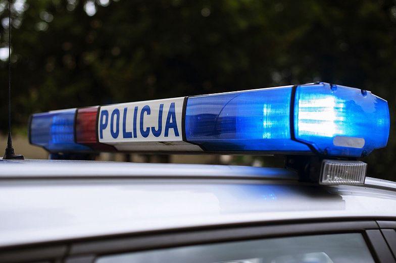 Małopolska. Nastolatek dźgnął policjanta nożem w plecy