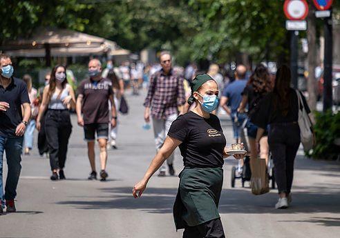 Zniesienie obowiązku noszenia maseczek w Polsce. Wirusolog komentuje