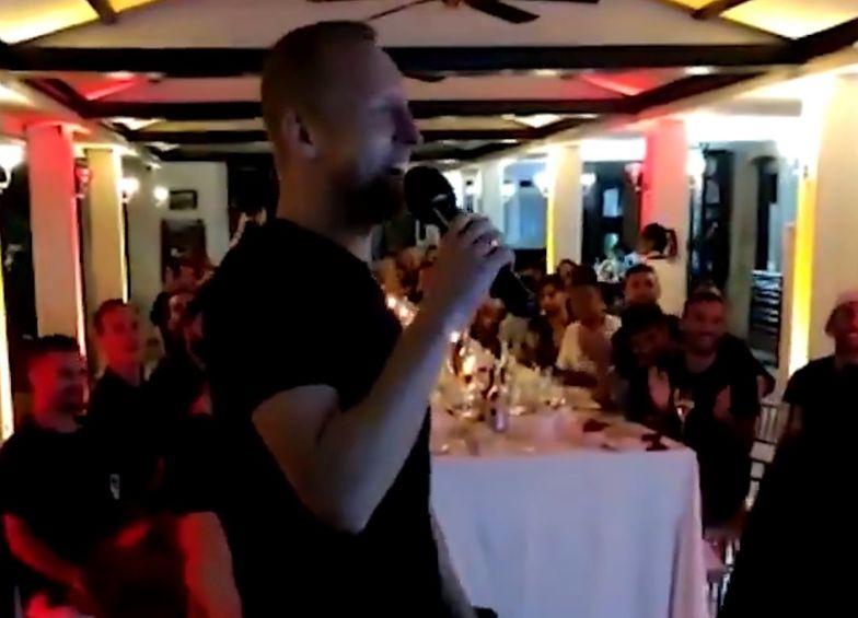 Reprezentant Polski zintegrował się z nowymi kolegami. Został gwiazdą karaoke