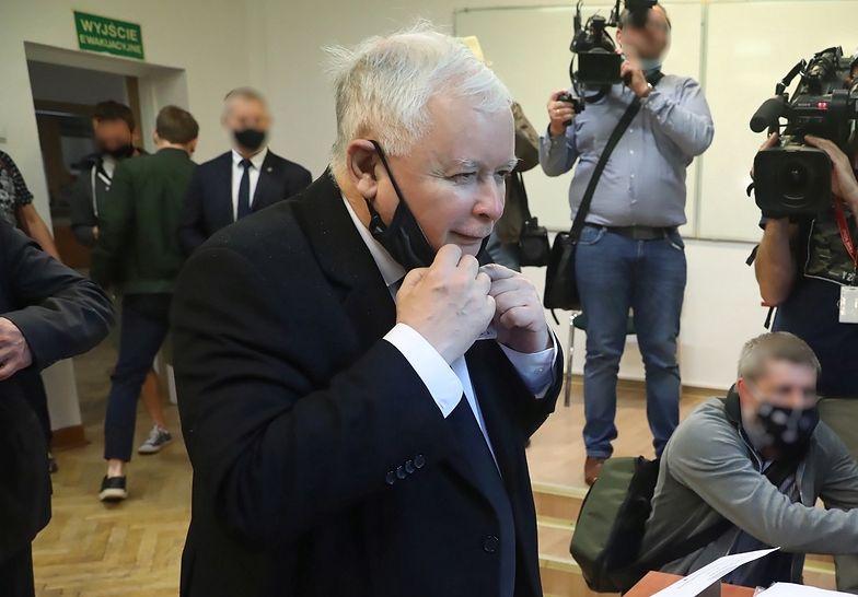 """""""Jeden przeciwko wszystkim"""". Kaczyński w końcu skomentował wygraną Dudy w wyborach"""