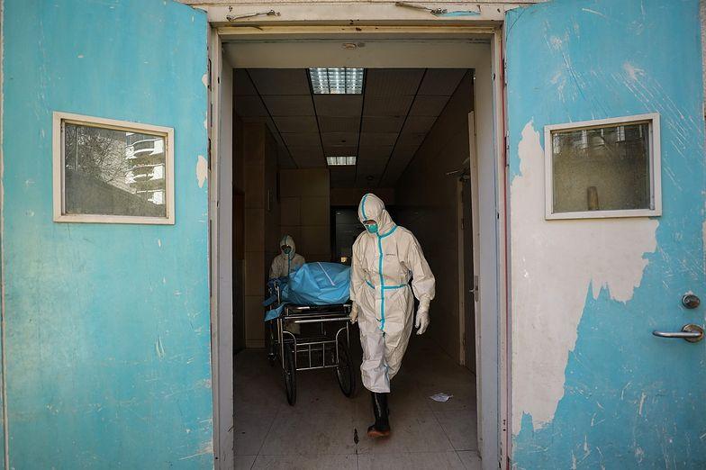 Chiny. Władze ograniczają badania naukowe nad koronawirusem
