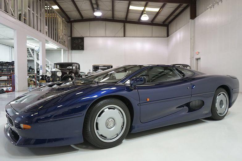 Ten Jaguar XJ220 jest jak nowy. Można go kupić za 2 mln zł
