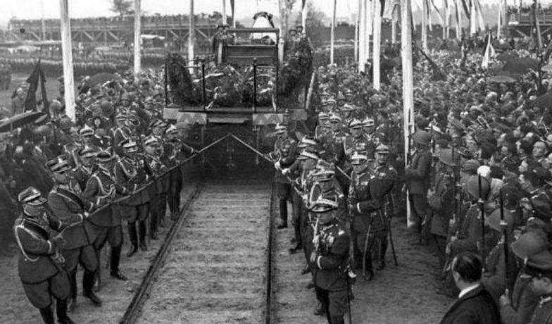 Po śmierci Józefa Piłsudskiego ogłoszono żałobę narodową