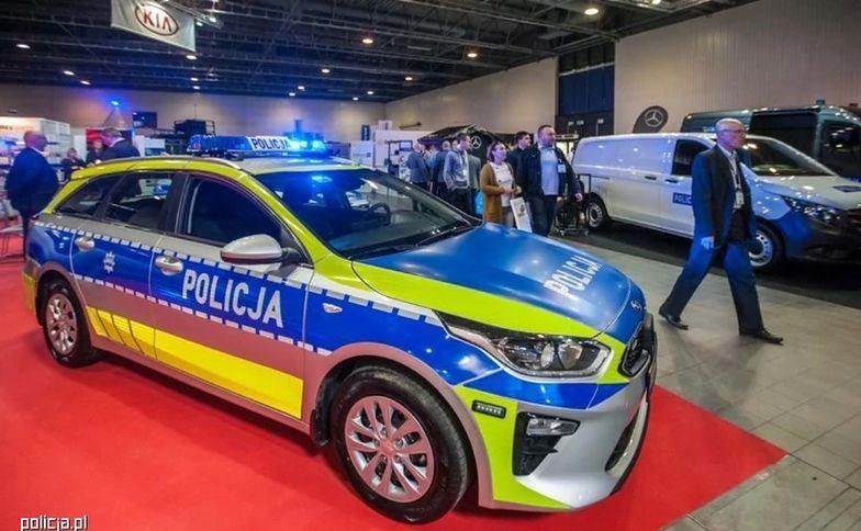 """Tak auto policyjne w nowej odsłonie prezentowało się na targach motoryzacyjnych, na których """"nowy design"""" został po raz pierwszy zaprezentowany"""