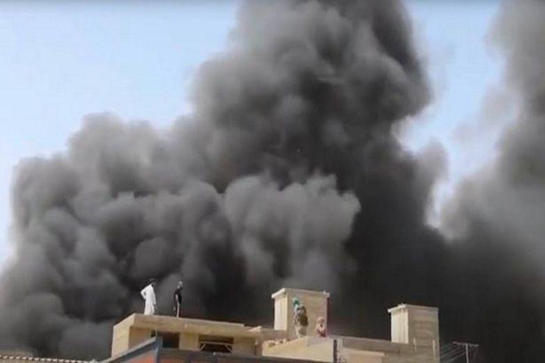 Samolot uległ katastrofie kiedy zbliżał się do lotniska w Karaczi