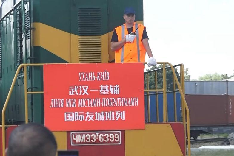 Pociąg z Wuhan jest już w Europie. Zatrzymał się za polską granicą