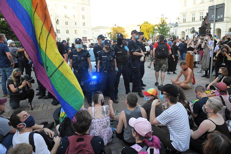 Flaga LGBT na kolejnym pomniku. Tym razem w Poznaniu