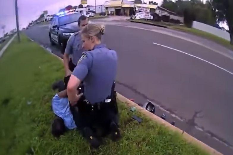 USA. Policjant przyduszał mężczyznę kolanem. Pokazali nagranie
