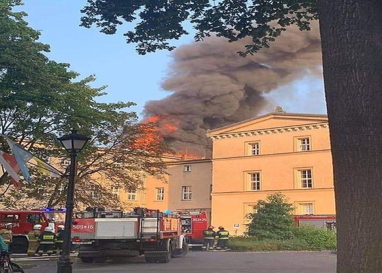 Lubliniec. Pożar w zespole szkół. Przyjechało 11 wozów strażackich