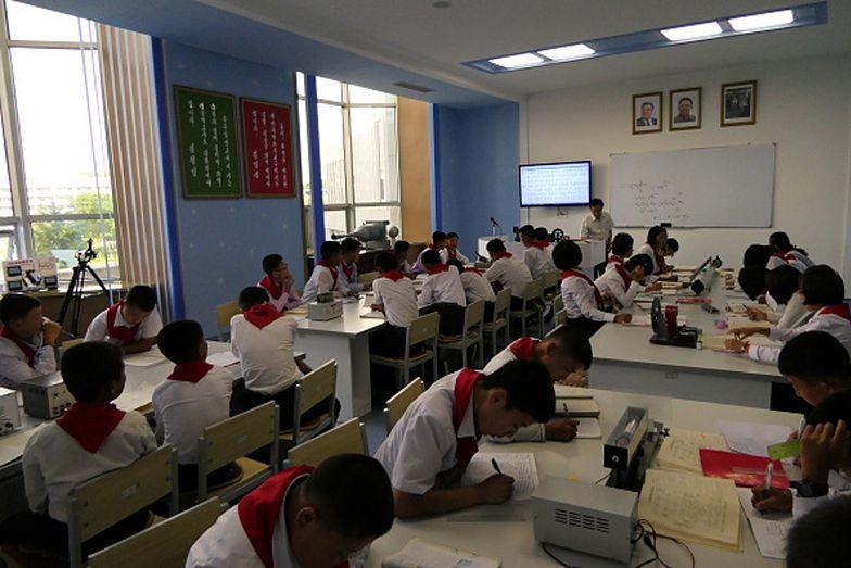 Korea Północna. Szkoły ponownie otwarte. Nowe zasady bezpieczeństwa