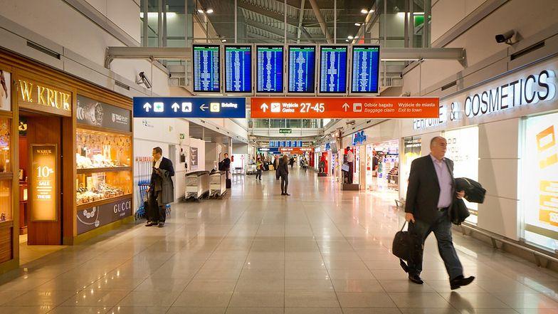 Lotnisko Okęcie obsługuje prawie 19 mln pasażerów rocznie. Jak dojechać na lotnisko im. Chopina w Warszawie?