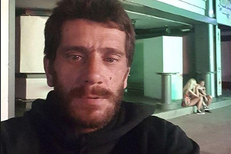 """Dimitris Aspiotis, który znany jest również jako """"bestia z Kavos"""", spadł z urwiska."""