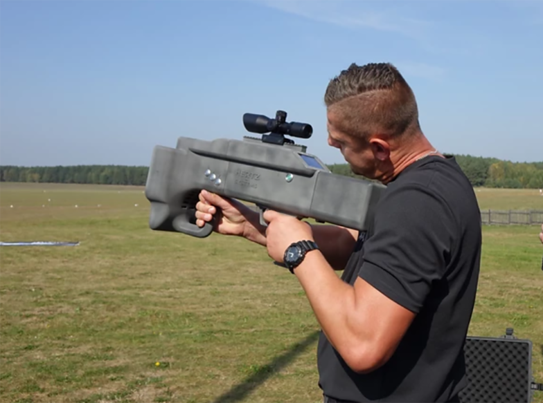 Karabin przeciwko dronom. Polska broń najnowocześniejszym rozwiązaniem na świecie