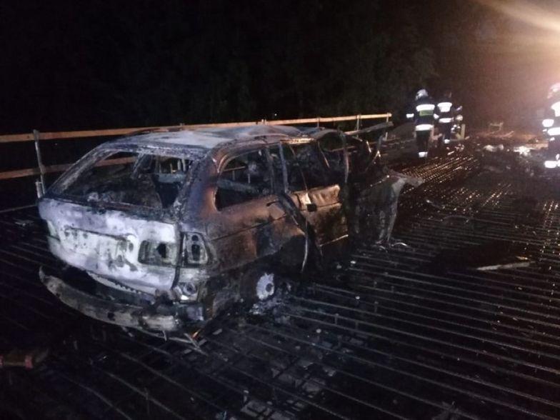 Horror pod Fromborkiem. Auto w ogniu. Kierowca spłonął żywcem
