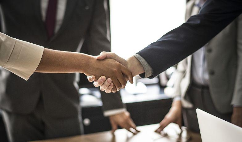 Umowa cywilnoprawna może zostać zawarte w jednym z trzech trybów