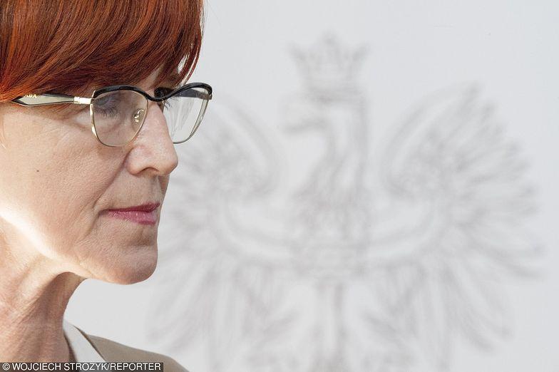 Minister Rafalska dała sobie miesiąc na zapoznanie się z projektem. Milczy, głos zabrał tylko jej zastępca
