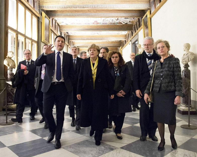 Merkel chwali dodruk euro i wyciąga rękę do Greków