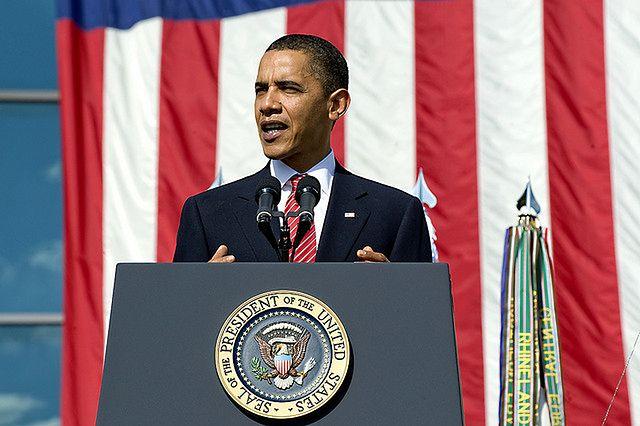 Obama zapewnia, że będzie więcej jawności w zbieraniu danych