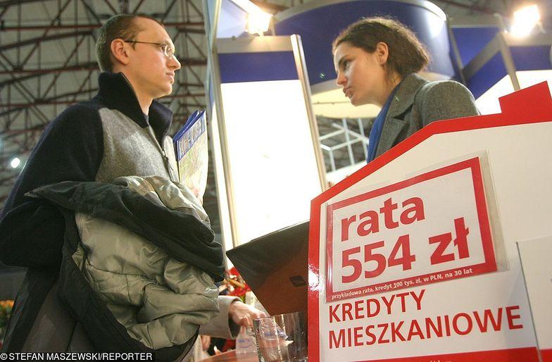 Polacy mają coraz większą zdolność kredytową, ale w przyszłość rosnąć mogą też raty.