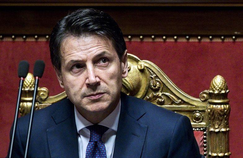 Włoski premier grozi Brukseli. Bo ta nie chce się zająć imigrantami na włoskim statku