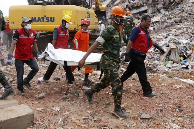 Bangladesz: Bilans ofiar katastrofy w Dhace przekroczył 760