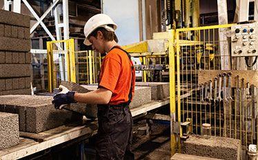 Średnie wynagrodzenie w firmach rośnie. Co z zatrudnieniem?