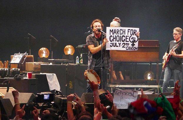 Pearl Jam wsparł ze sceny protesty przeciw zaostrzeniu prawa aborcyjnego w Polsce